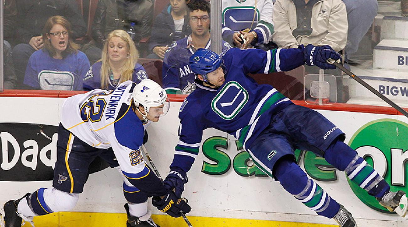 Canucks sneak by Blues in third