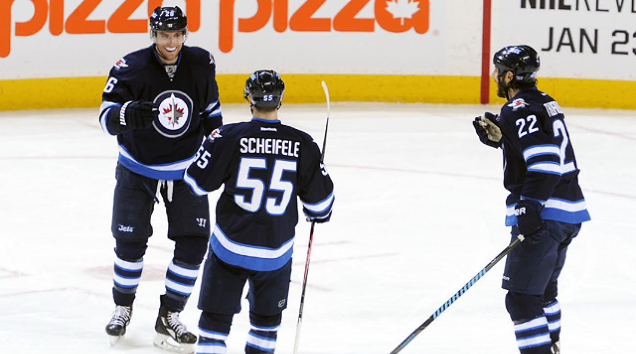 Jets dominate Coyotes in new coach Maurice's debut