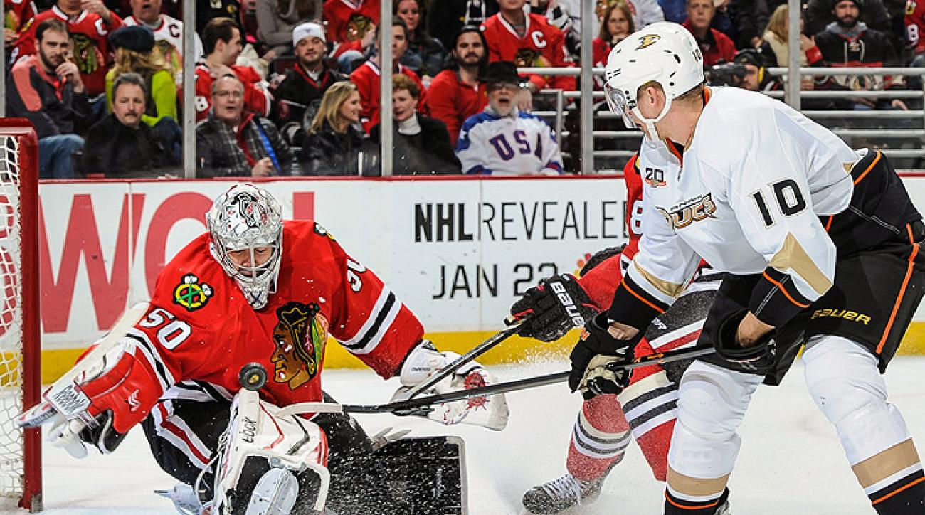 Blackhawks withstand comeback, cool down Ducks