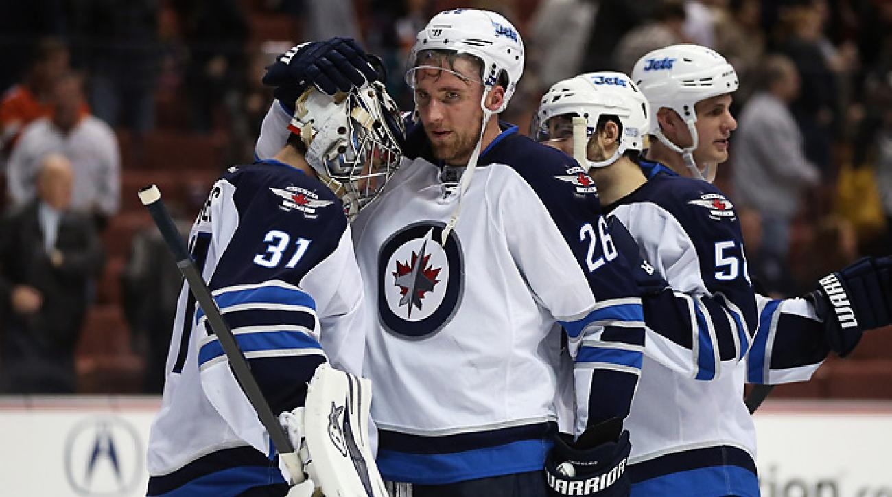 Pavelec leads Jets to end Ducks' 10-game home win streak