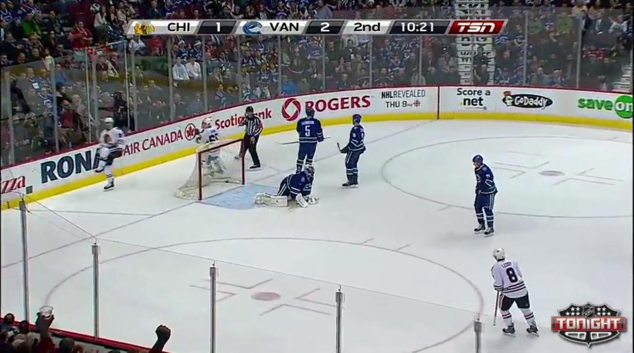 Second-period flurry propels Blackhawks past Canucks
