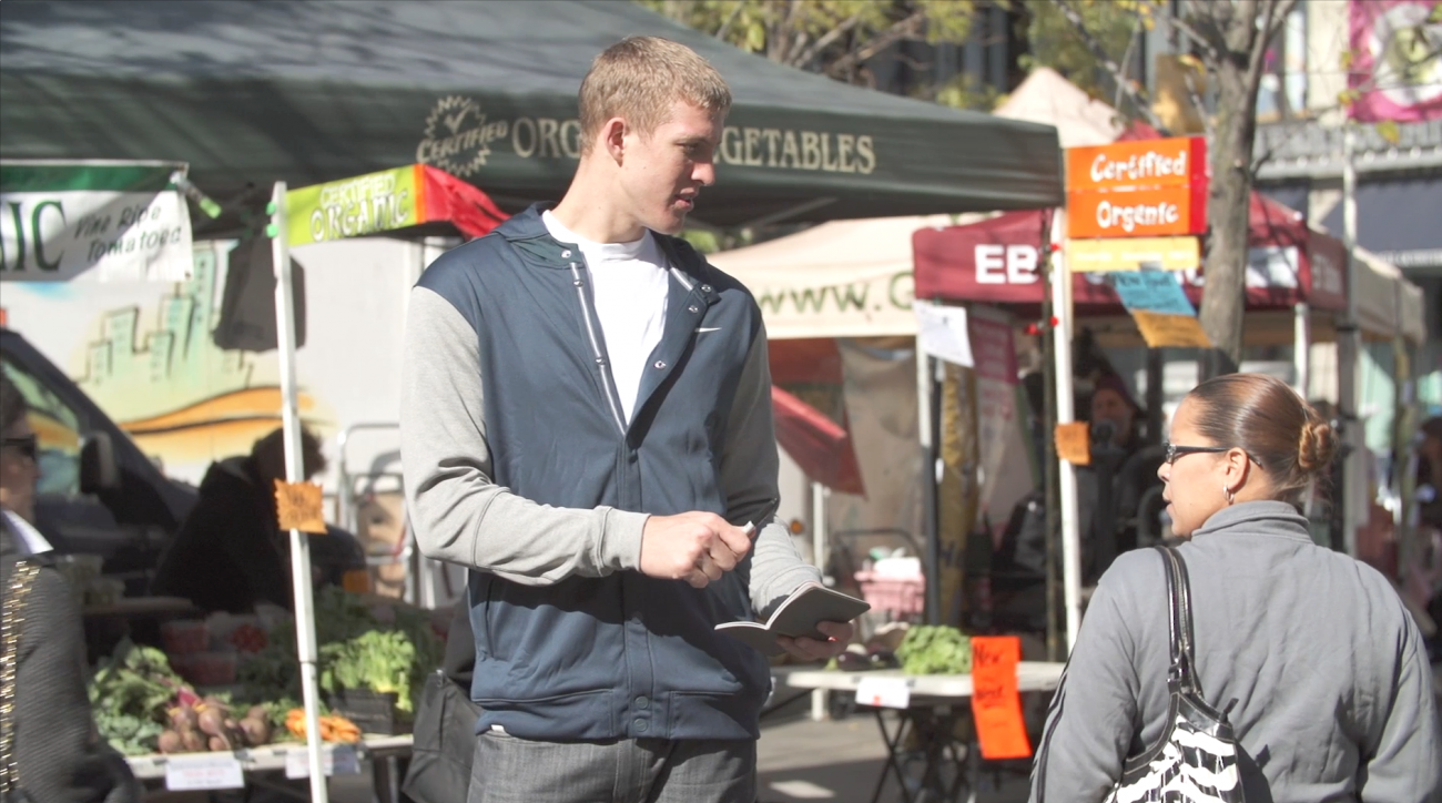Mason Plumlee asks random people for autograph