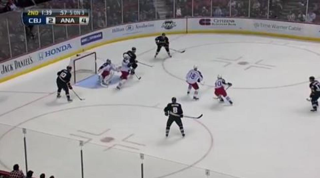 Perry helps Ducks down Blue Jackets
