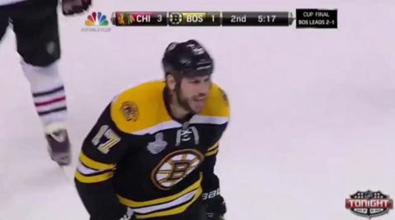 Blackhawks top Bruins in wild Game 4