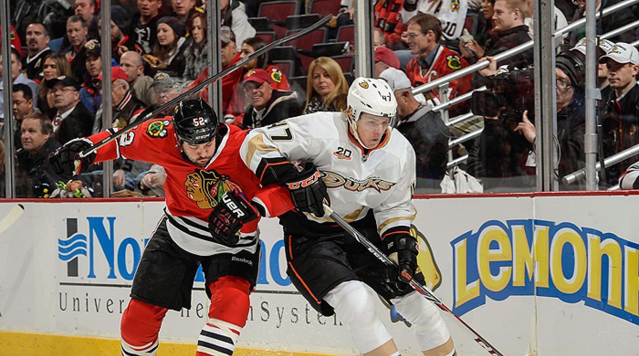 Ducks fend off Blackhawks for shootout victory