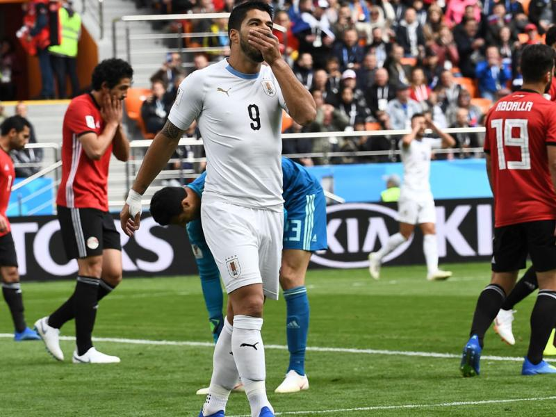 Luis Suarez misses a sitter for Uruguay vs. Egypt in the World Cup