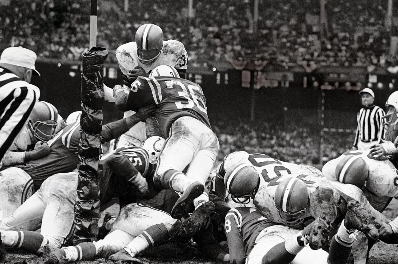 https://cdn-s3.si.com/s3fs-public/styles/si_gallery_slide/public/images/1964-NFL-Championship-Jim-Brown-001365372.jpg?itok=pYBgOHKQ