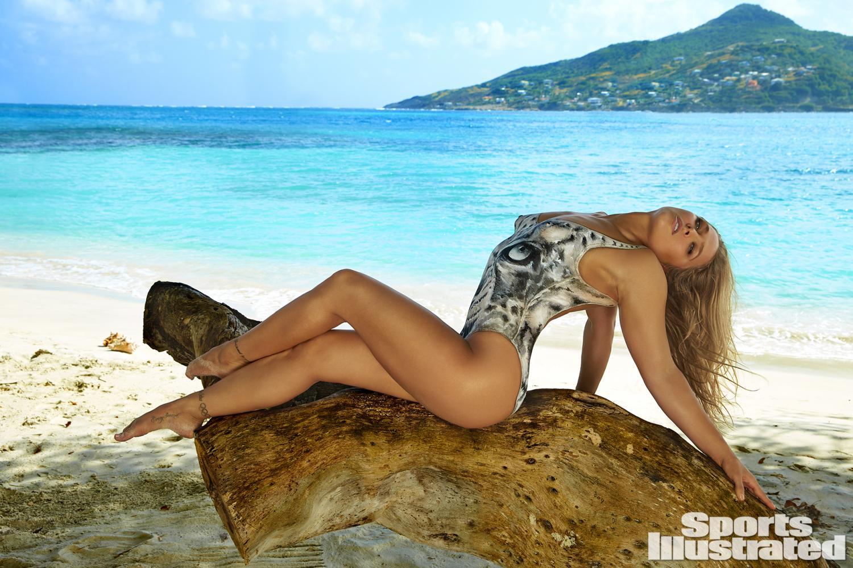 Resultado de imagen para Ronda Rousey Sports Illustrated 2017