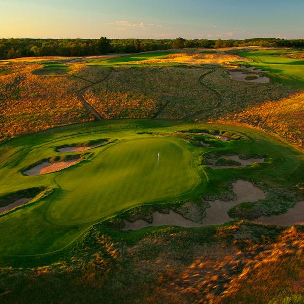The par-3 9th hole at Erin Hills.