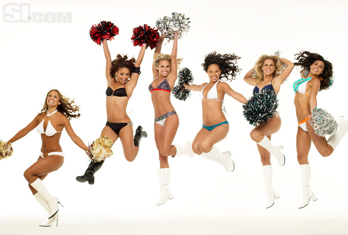 08_cheerleaders-group_08_Gallery