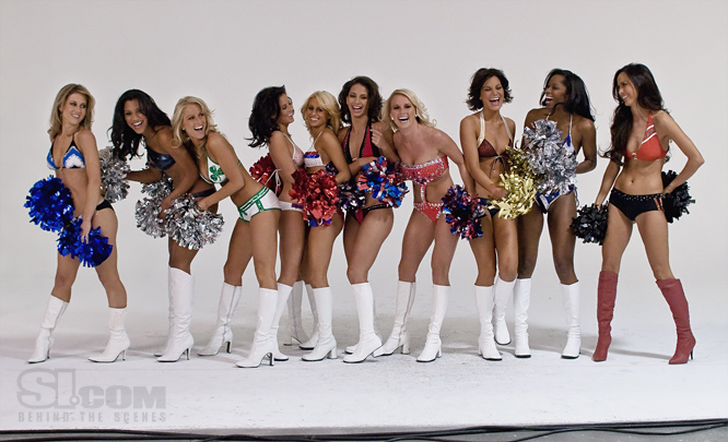 09_nba-cheerleaders_behind_06_Issue