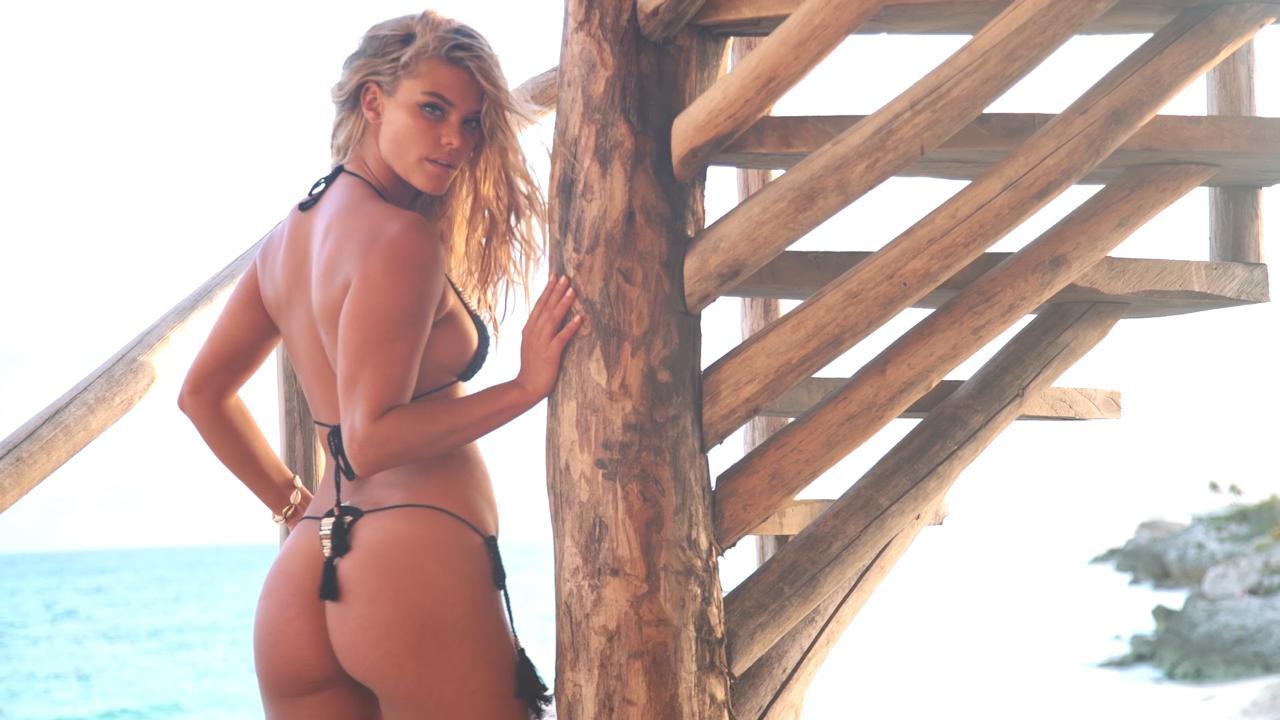 Elizabeth hurley wearing a gold top,Carly rae jepsen Erotic photos Irina shayks new selfie,Alexandra daddario hot