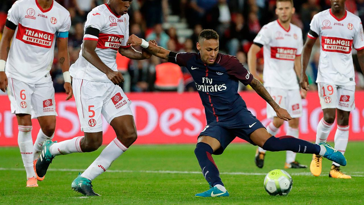 Neymar Records Two Goals, Two Assists in PSG Home Debut