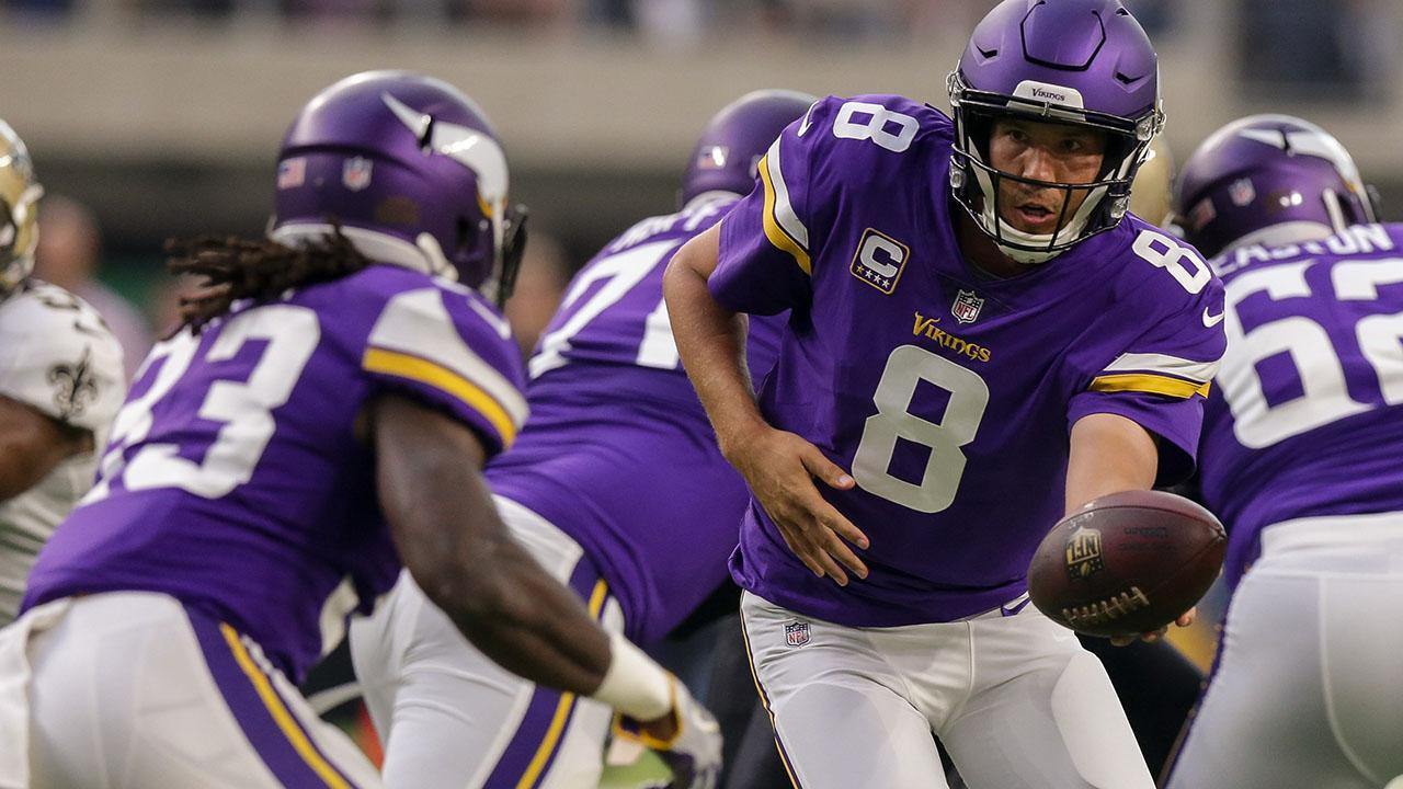 Reports: Vikings' Sam Bradford Out vs. Bucs With Knee Injury