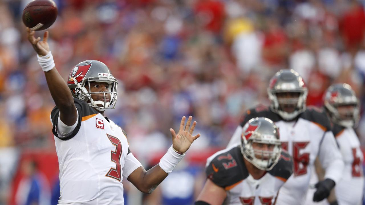 Jameis Winston Will Start Sunday Despite Injured Throwing Shoulder
