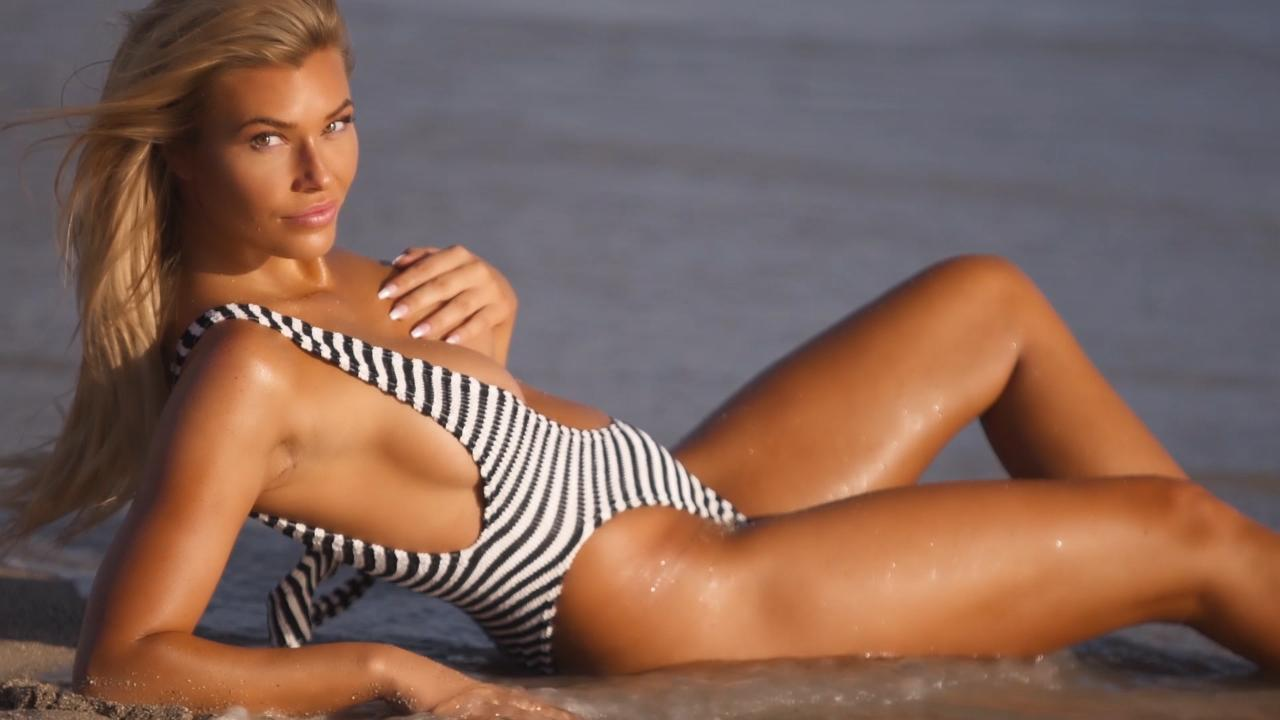 Samantha Hoopes does things differently for SI Swimsuit 2018
