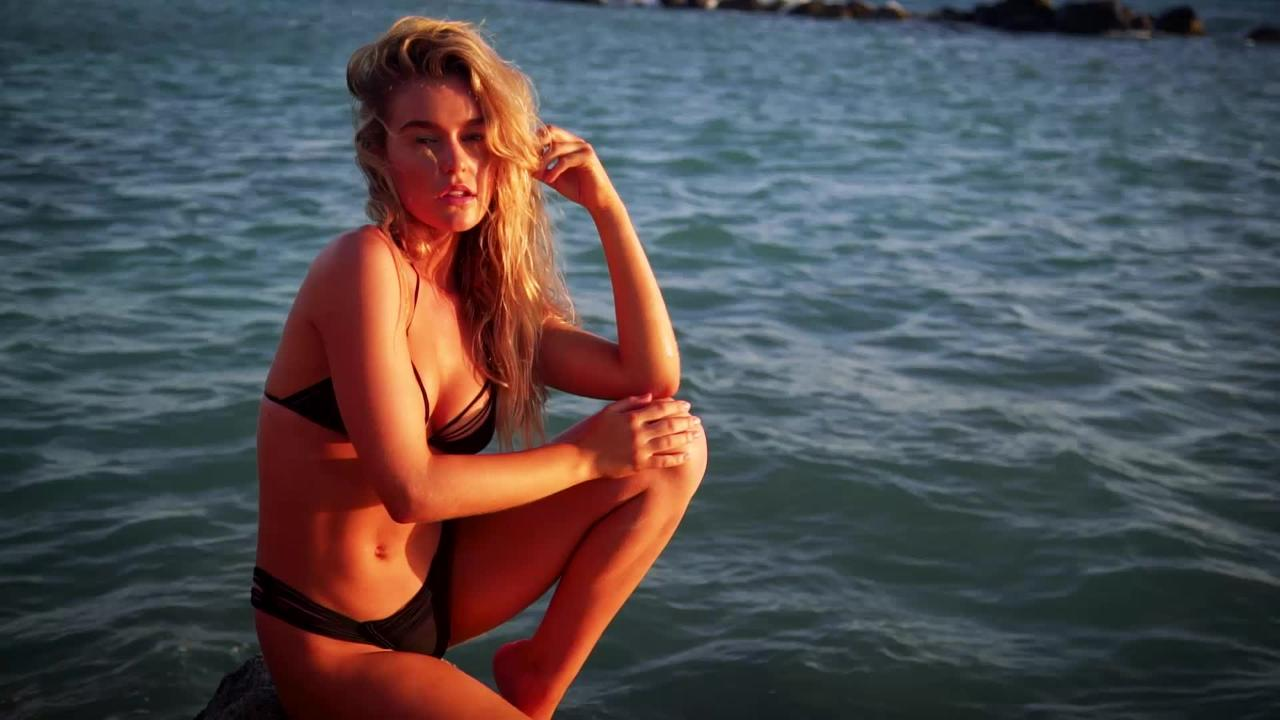Georgia Gibbs SI Swimsuit 2018