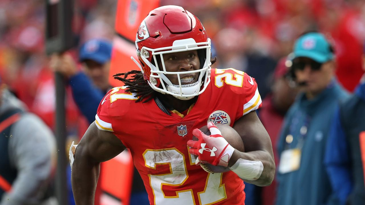 Kareem Hunt signs with Cleveland Browns